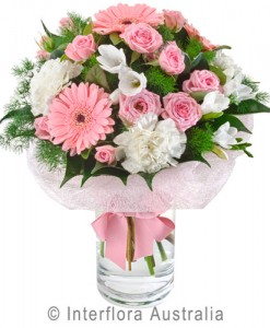 297-Delicate-Posy-in-a-Glass-Vase