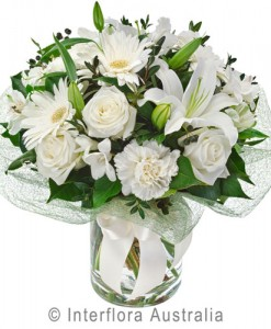 279-Elegant-Bouquet-in-a-Glass-Vase